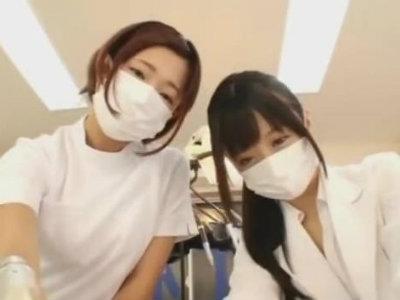 歯科衛生士2人が患者のチンポをいじくり回す主観痴女動画 紗倉まな 大槻ひびき
