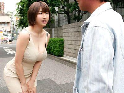 逆ナンパした素人男性相手におっぱい痴女テクを発揮する爆乳AV女優 松本菜奈実