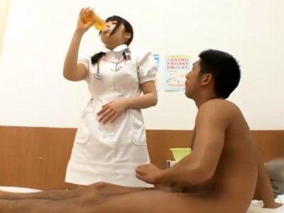 姉がナースで勤務してる病院に入院した弟が媚薬を使い姉を発情させて痴女化させる作戦 霧島さくら