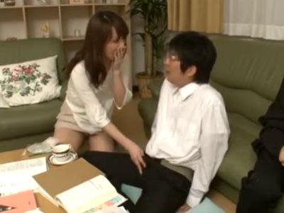 息子の友だちの若いチンポを味わう淫乱熟女ママ 澤村レイコ