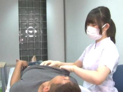 担当した歯科助手がS女で手袋をしたまま乳首責め手コキでM男をイジメちゃう 美甘りか