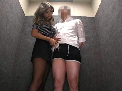 エレベーターで遭遇するとM男社員を痴女る巨乳のギャル社長 ERIKA