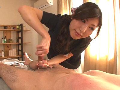 流れるような指つきのテクニシャンなエステティシャンの極上オイル手コキ 舞希香