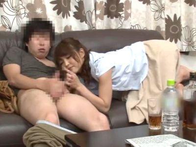 酔って発情した姉が弟のチンポを弄んで我慢汁を舐め取って近親相姦 碧しの