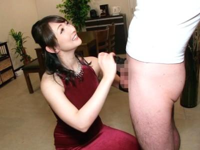 ムチムチなフェロモンセクシー熟女のローション指コキでカリを刺激される 二階堂ゆり