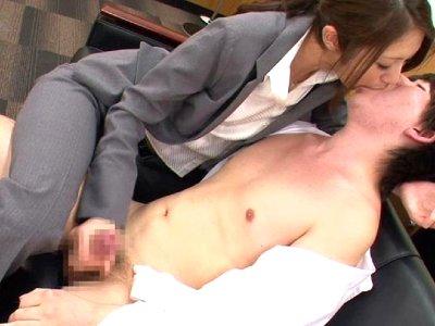 取引先のキャリアウーマンのふりをして会社に訪ねてくれる痴女デリヘル 宮瀬リコ