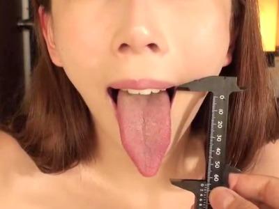 長が~い舌のお姉さんの舌使いがかなり卑猥に見えるベロフェチ動画 希咲あや