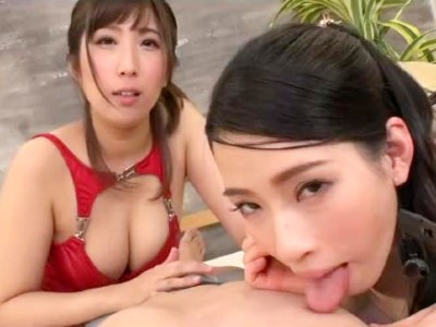 耳元で囁かれる挑発的な淫語と手コキをしてくる2人の巨乳お姉さん 二宮和香 彩奈リナ