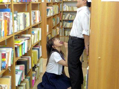 中年の男性教師に舌をねじ込み絡ませベロチューする小悪魔jk 奏音かのん