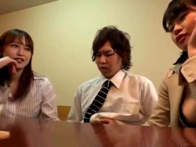 会社の飲み会で女上司に挟まれて座った両脇から手コキされた新入社員のボク 篠田ゆう 相澤ゆりな