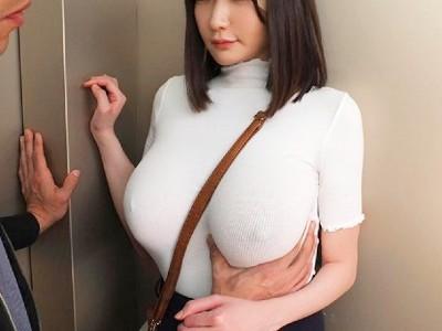 巨乳で下着をつけずに服を着てるから乳首が透けてピン立ちしてるのが丸わかりなエッチなお姉さん 筧ジュン