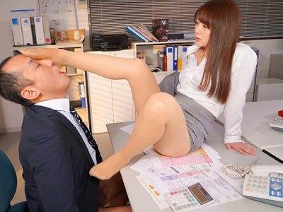 上司を弄ぶ淫乱OLや客を勃起させてパイズリしちゃうエステティシャン 岬ななみ
