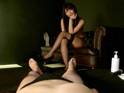 「立ってないと止めちゃうよ?」立ったままエロ責めされると感じて膝が震えるМ男 高美はるか