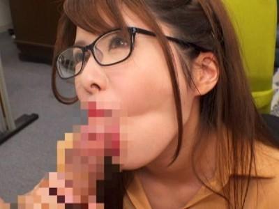 爆乳女子のイキ顔メガネSEX!後ろから突かれ、下からも突かれ上下左右に激しく揺れる巨乳Hカップ!メガネは決して外さない。 緑川みやび